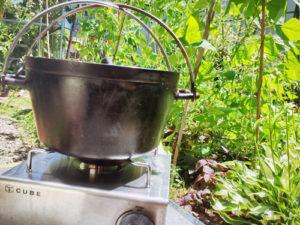 ダッチオーブン 緑 火